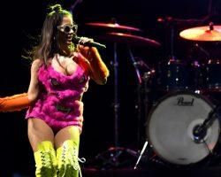 Anitta reúne gerações para 'Bailinho das Poderosinhas'