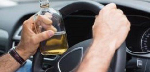 Vídeo de carro de prefeitura transportando bebidas alcoólicas faz funcionário público pedir demissão do cargo