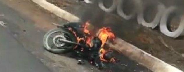 Uma pessoa morre e outra fica ferida em acidente de moto na BR-408