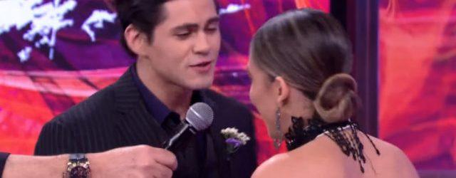 Ator pede bailarina em namoro ao vivo na Dança dos Famosos