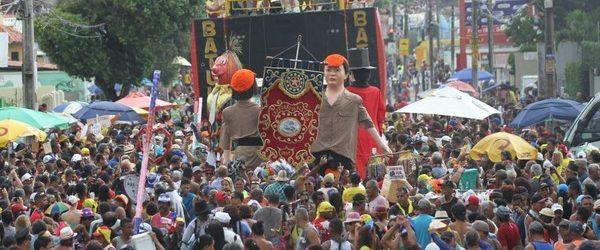 Foliões já estão em busca de fantasias e adereços para o carnaval de Recife