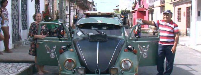 Fusca cheio de estilo chama atenção pelas ruas de Fortaleza. Até TV tem nele