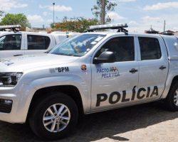 Sede da PM é alvo de tiros em Timbaúba e carro é incendiado