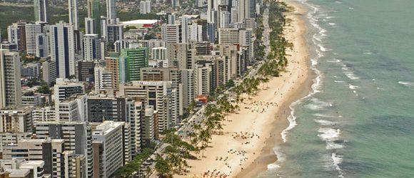 Réveillon de vozes femininas na orla de Boa Viagem em Recife