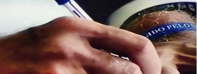 Bolsonaro assina posse com caneta fabricada no Brasil e marca se manifesta: 'Uma honra'