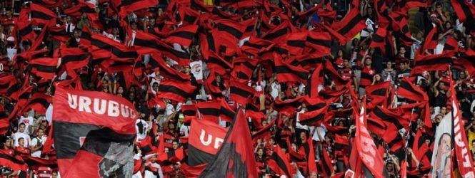 Torcedores do Flamengo fazem homenagem emocionante aos 10 atletas mortos no incêndio