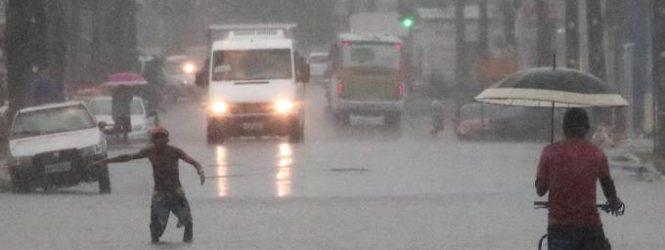 Chuva equivalente a 15 dias deixa rastro de morte e caos no Grande Recife