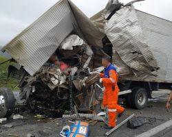 Acidente com caminhão da banda de Léo Santana deixa dois mortos