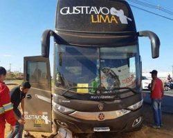 Ônibus de Gusttavo Lima se envolve em grave acidente em Goiás
