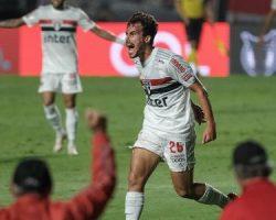 São Paulo faz 3 a 0 no Atlético-MG e abre sete pontos no Brasileirão